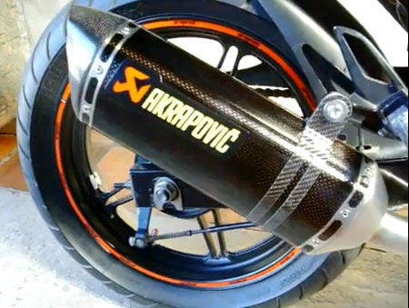 Ponteira Akrapovic Slip On Carbono na Cb300r